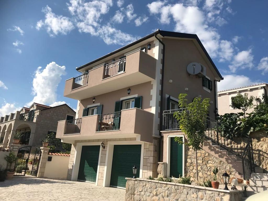 3 Stone Houses in Split Region 14
