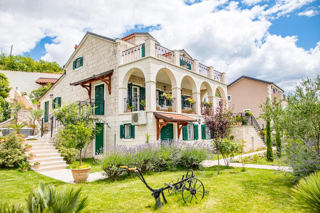 3 Stone Houses in Split Region 15