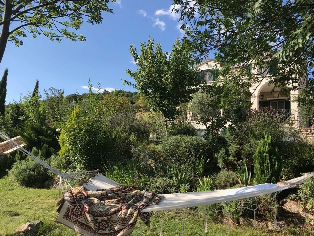 3 Stone Houses in Split Region 21