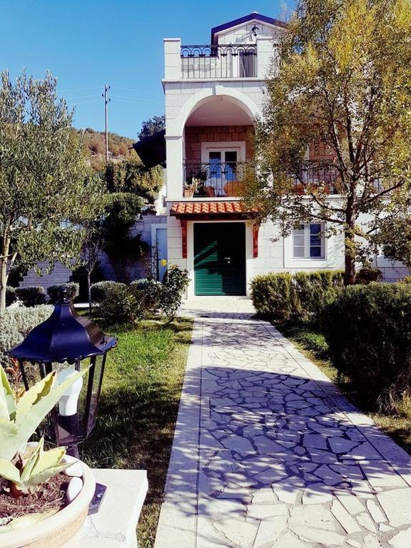 3 Stone Houses in Split Region 28