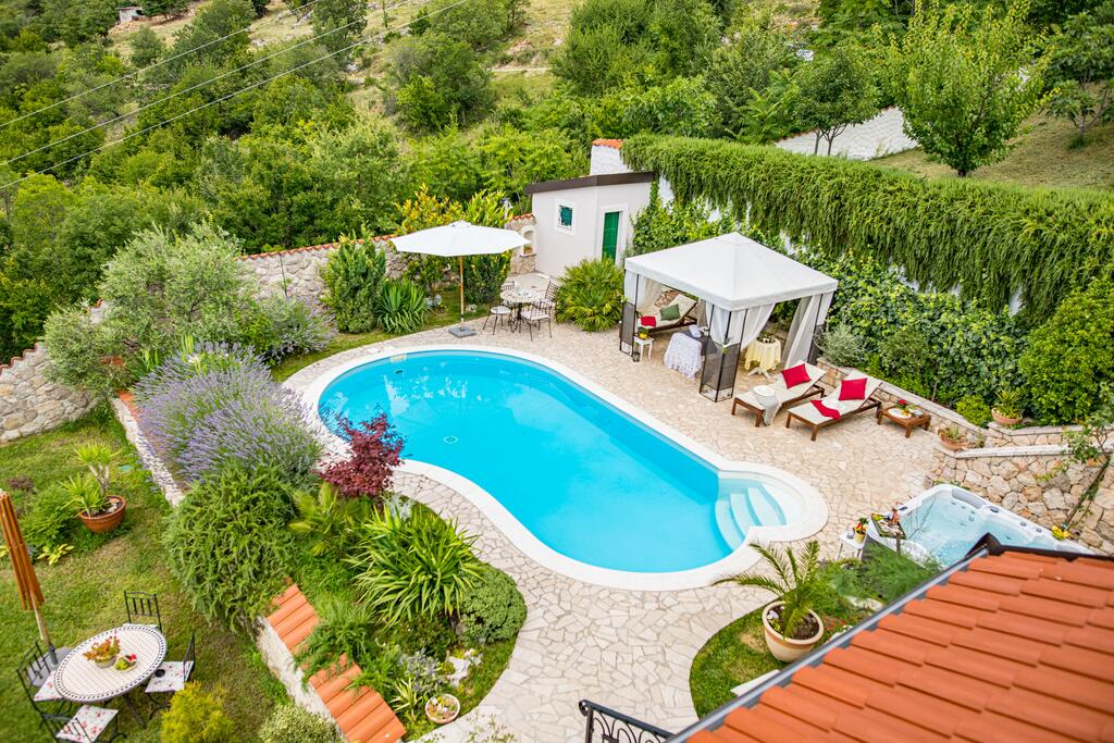 3 Stone Houses in Split Region 31