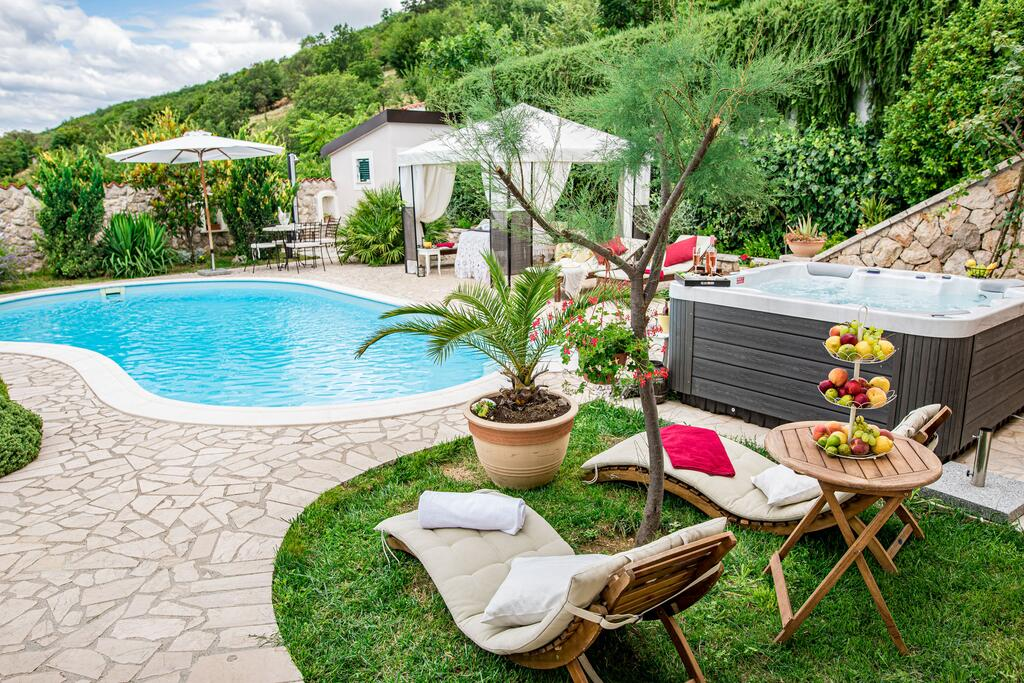 3 Stone Houses in Split Region 34