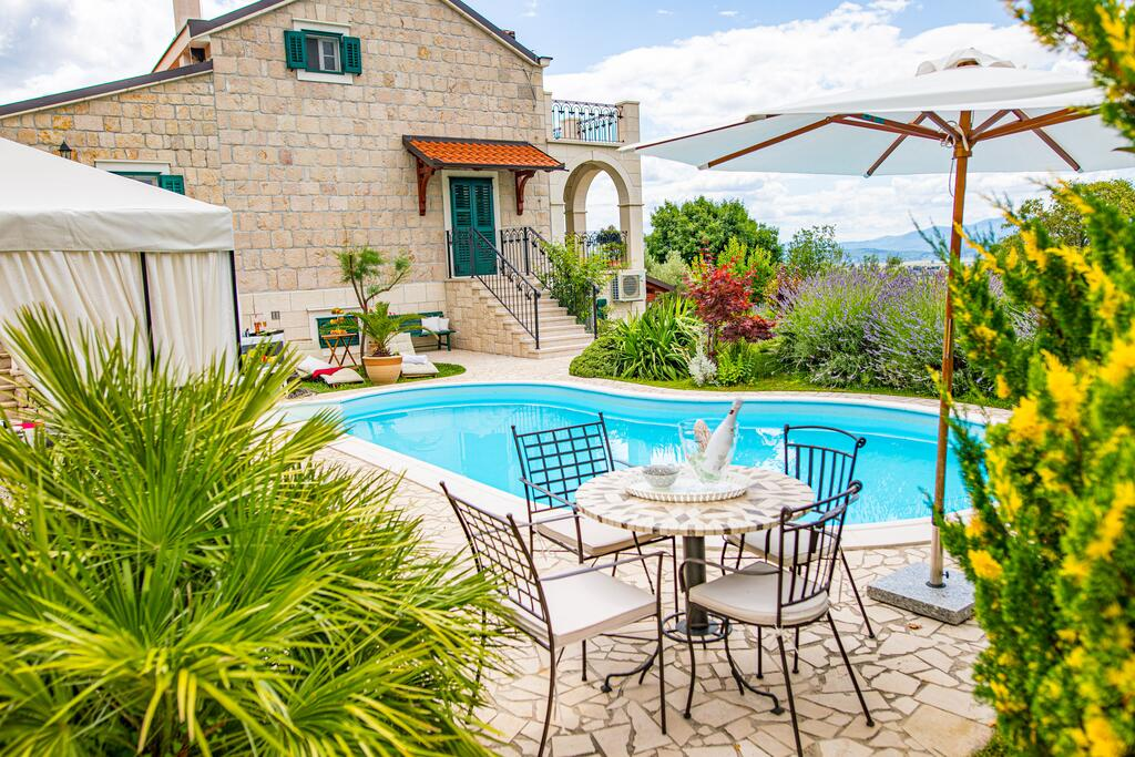 3 Stone Houses in Split Region 36