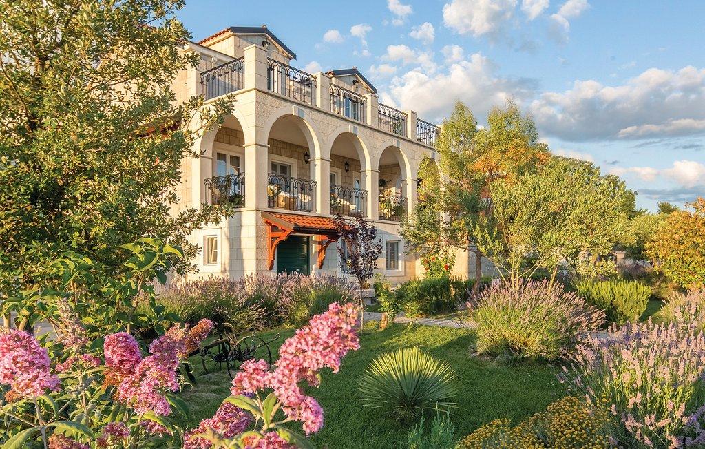 3 Stone Houses in Split Region 5