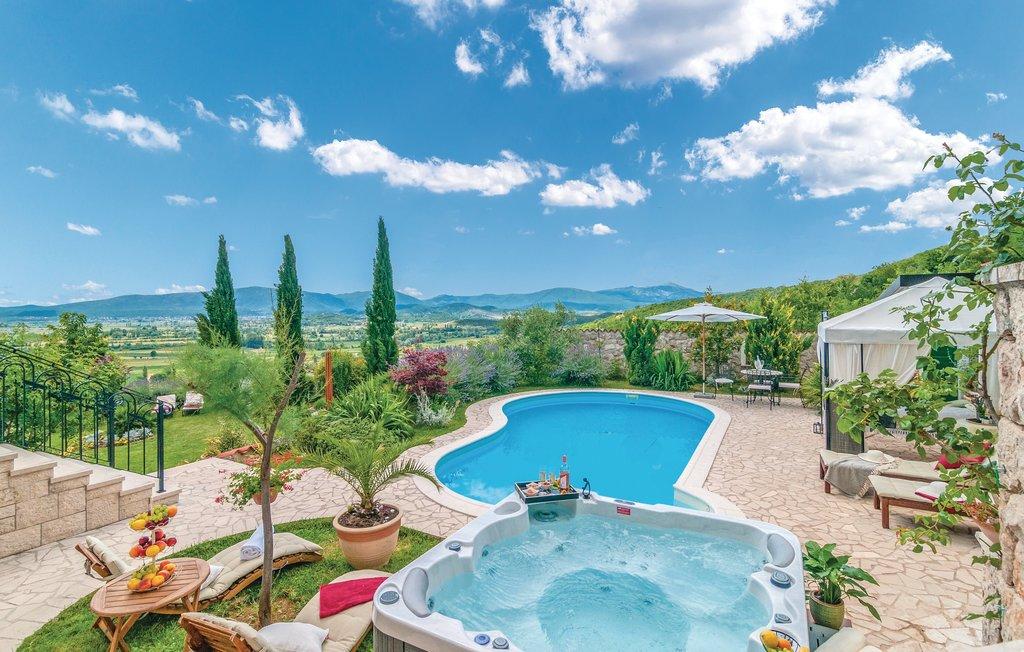 3 Stone Houses in Split Region 7