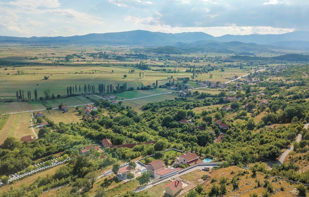 3 Stone Houses in Split Region 9