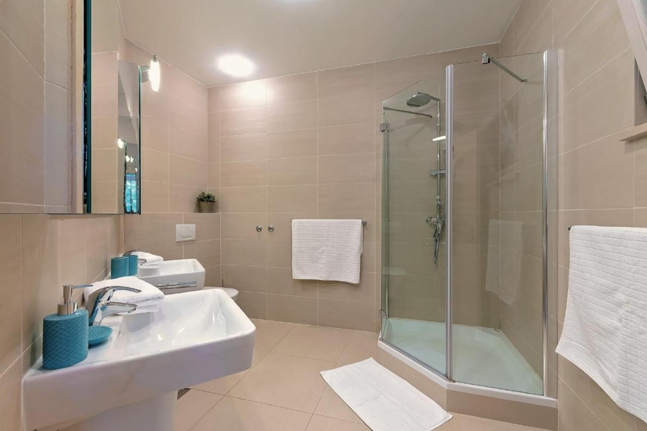 Seafront villa on Brac island for sale, pool, garage, bedrooms:7