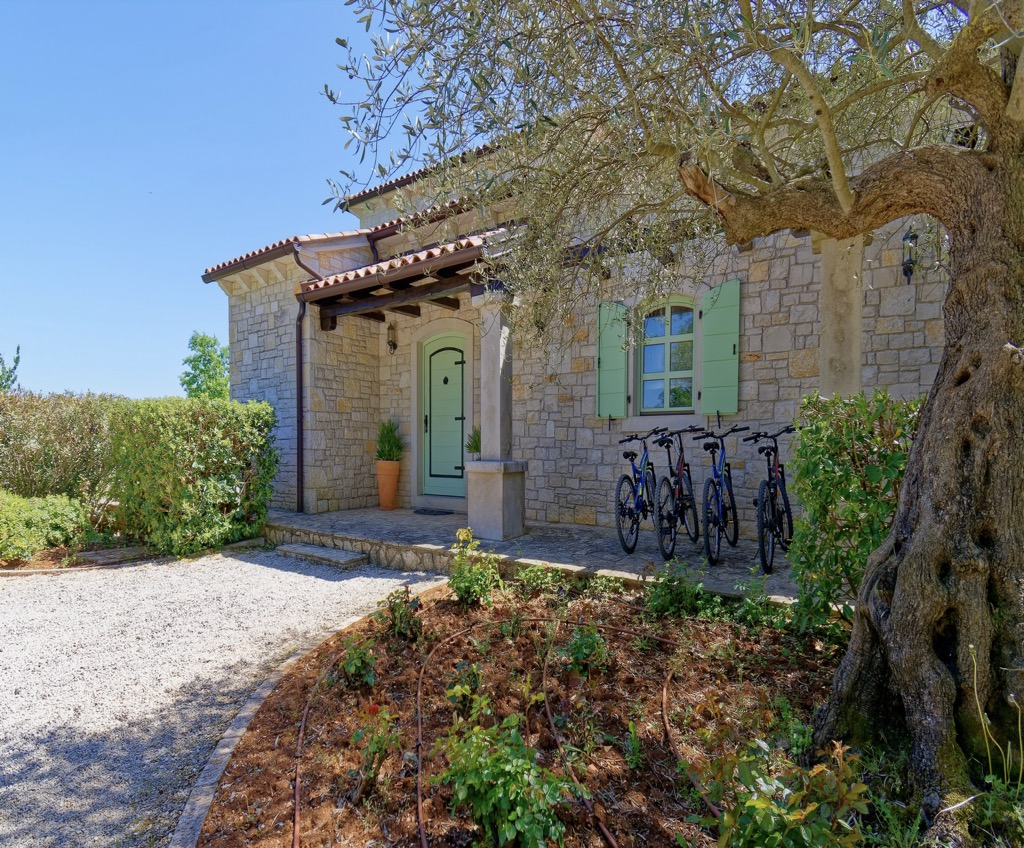 Stone house in Istria,Višnjan for sale,pool, parking,Croatia